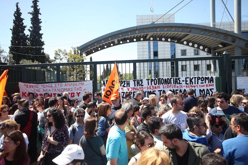 Αποτέλεσμα εικόνας για διαδηλωση στο υπουργειο παιδειας