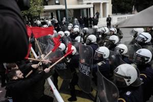 Ένταση στο πανεκπαιδευτικό συλλαλητήριο έξω από τη Βουλή